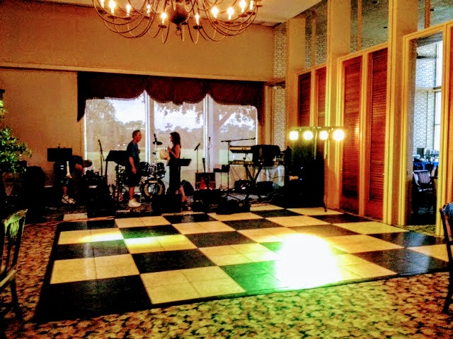 BLACK AND WHITE DANCE FLOOR (THIS SET UP IS CHECKERBOARD PATTERN)